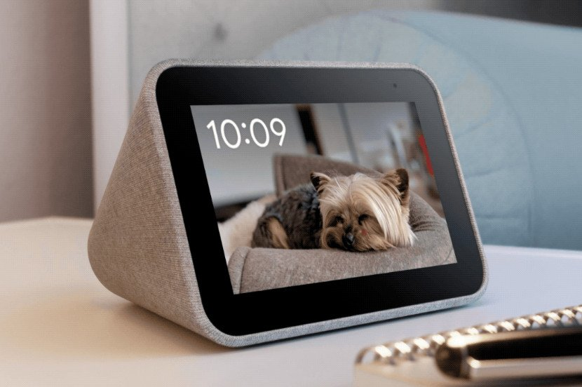 Lenovo's Smart Clock can now showcase your Google Photos collection