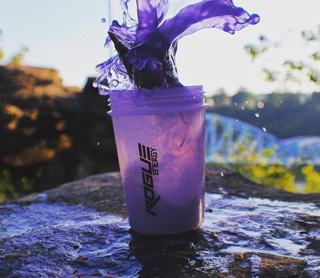 Quick reminder to use code CAEZOH for 10% off @therogueenerg Best energy drink in the game 👊🏼 Beats Gfuel by a mile! http://bit.ly/2Hlkdg7--#rogueenergy #therogueenergy #sponsored #sponsor #sponsorship #energy #energizing #energydrink #gaming