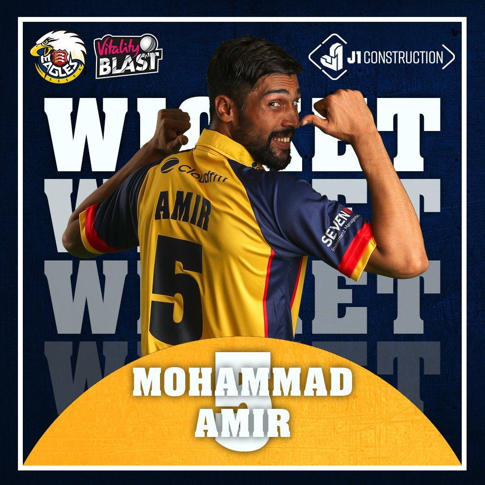 WICKET: @iamamirofficial has another!Wright skies one and @PWalter_22 calmly takes the catch. The Sharks are 21-2 through 3 overs 💪#SoarWithUs 🦅