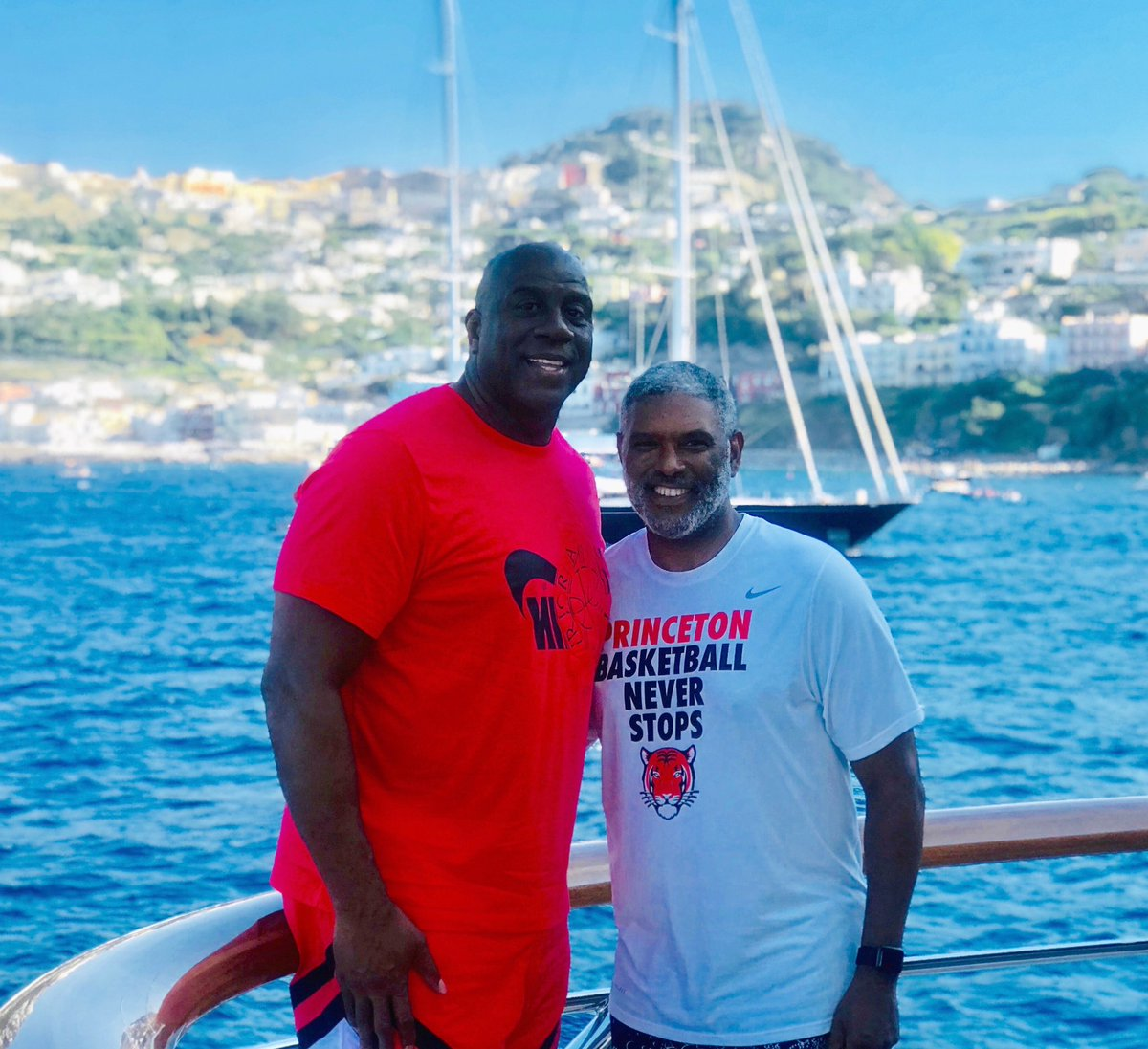 RT @MagicJohnson: Hanging out with my good friend Steve Mills, President of the NY Knicks, outside of Capri! https://t.co/djCEFsAUlr