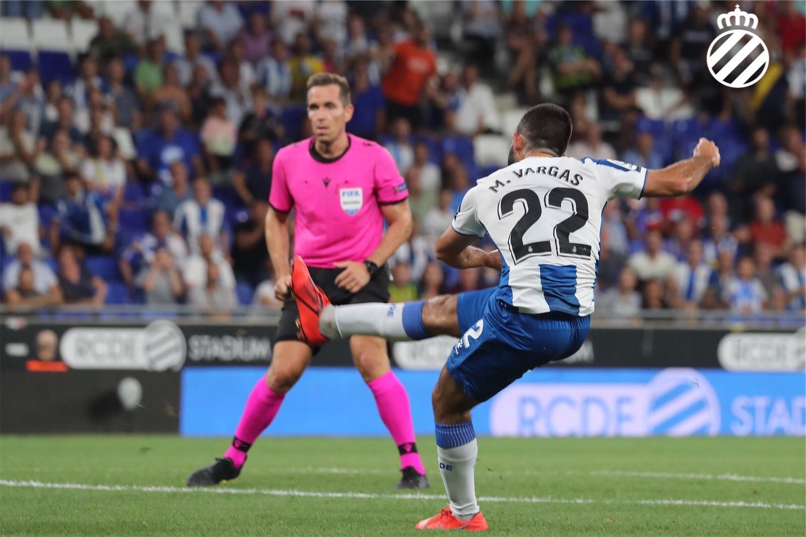 Remate de Vargas tras el cambio de Gallego.