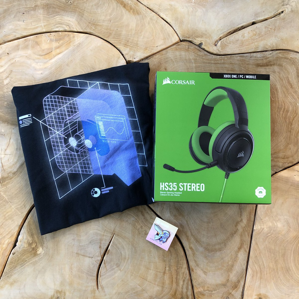 pals @CORSAIR gave us this super-new, cross-platform, discord-certified, really green headset for gamescom.  pressing the retweet button makes it green. do that for a chance to win all of this. <br>http://pic.twitter.com/VLIL3sSp9y