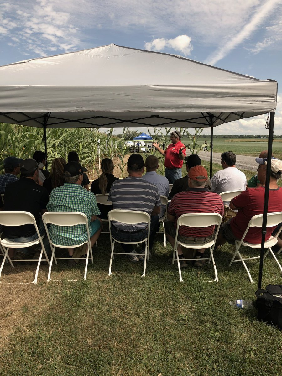 ON farmers taking to the field to learn The Art of How to Evaluate Hybrid Plots during Ken's session today at the 2019 Great ON Yield Tour. #onyield19<br>http://pic.twitter.com/NCT6yQgAEL