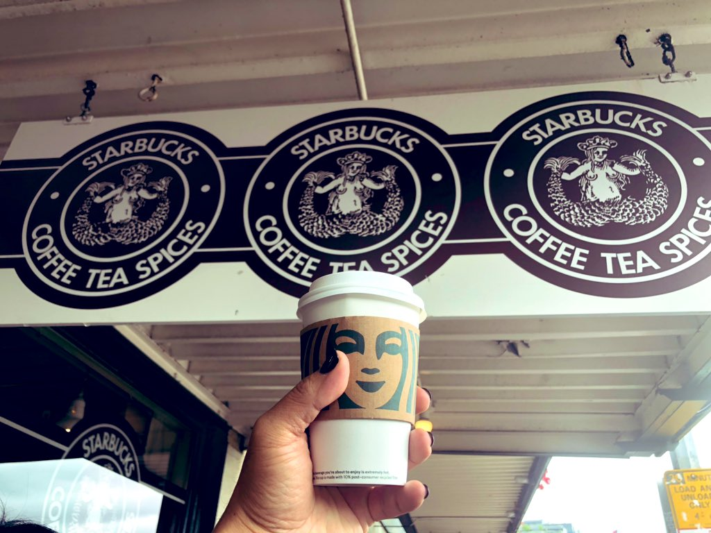 Starbucks First store<br>http://pic.twitter.com/DFVUozXx42