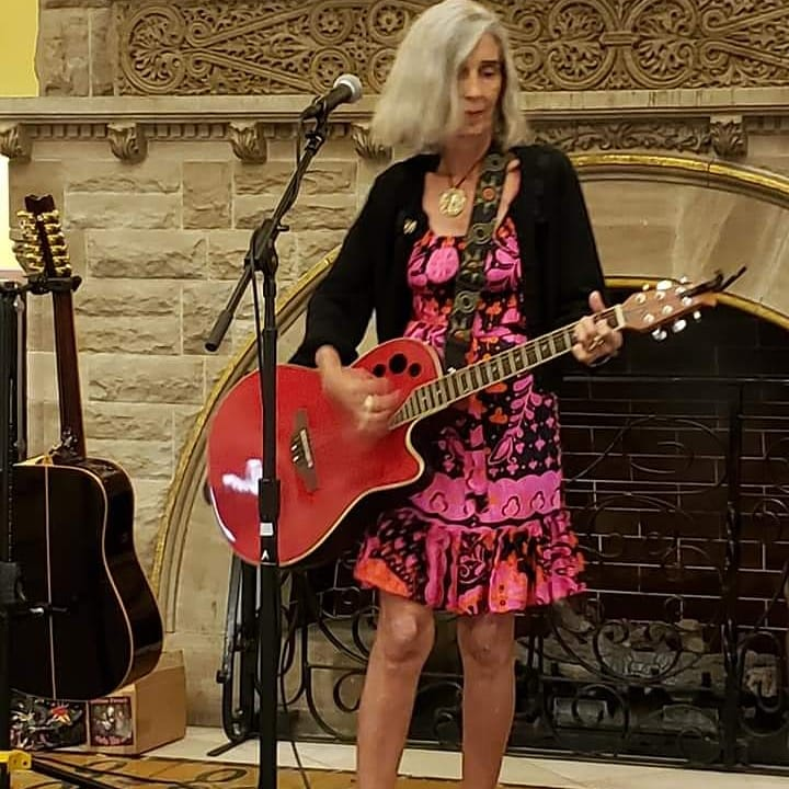Another beautiful musical evening at Union Station Hotel,  playing for the guests, some appreciative listeners!  Thanks to all,  especially Jason Reynolds for the sound mix and the pics! #lunaguitars #ovationguitars<br>http://pic.twitter.com/LABqipZA7K