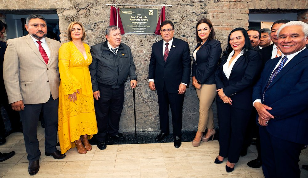 #SNTEconMéxico 👨🏫🇲🇽👩🏫 #Entérate 🔴 Revive #SNTE muralismo de Diego Rivera y obras de Francisco Toledo, Pedro Coronel, Gabriel Orozco y Pelegrín Clavé 🎨 🖼️ Nota 👉bit.ly/33ORQka👈 #FelizJueves México #quepasohh Loret #Ecatepec Exacto #CDMX #FelicesConAMLO Televisa #RT