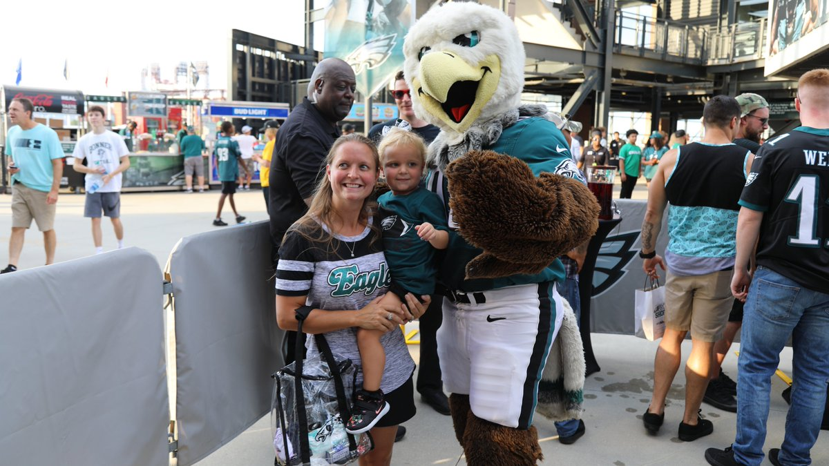 RT @Eagles: SWOOP helped us locate this week's @pickNRG Fans of the Game!  #pickNRG | #FlyEaglesFly https://t.co/zxkASOmlJd