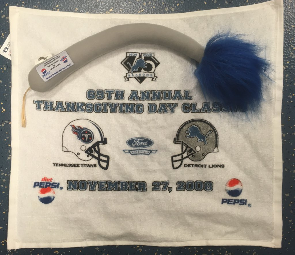 Free stuff giveaway: RT for your chance to win these Lions Thanksgiving game items  Summer cleaning in the @wxyzdetroit sports department continues.<br>http://pic.twitter.com/KOgOBW90lt