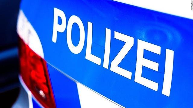 3000RT:【SAで発見】親の車盗んだ8歳児、時速140キロで高速道路を走行 ドイツ男の子は車を停めてハザードランプを点灯させ、三角表示板を設置していた。気分良く走れずに運転をやめたという。