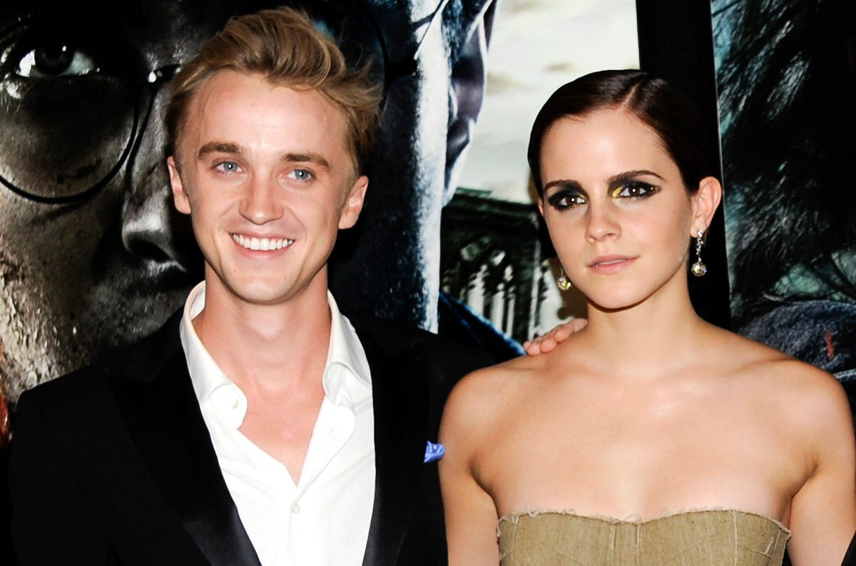 Tom Felton Teaches Emma Watson How to Play Guitar: See the Cute Pic https://t.co/oJESJ35b0r https://t.co/p05IMNw46e