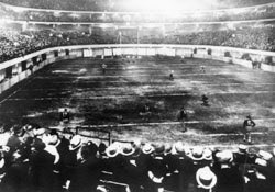 With this game being played on an 80-yard field, I'm surprised no mentions of the 1932 NFL Playoff have arisen. Due to severe winter weather, the tiebreaker between the Bears and Portsmouth Spartans (now Detroit Lions) was played indoors at Chicago Stadium. https://t.co/1jYxodsRQl