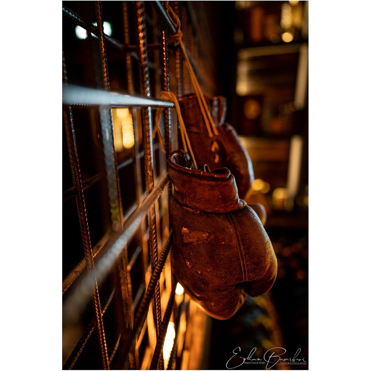 PHOTO BY // @33exposure I loved the way these gloves were hanging in this crazy strong nostalgic environment.  #urban_shutter #streetizm #Moscow #russia #streetphotography #nightfotograph #russia_pics #russia_fotolovers #москва #москвамойгород #interiordesign #boxing #nostalgicpic.twitter.com/MWR23J7V00