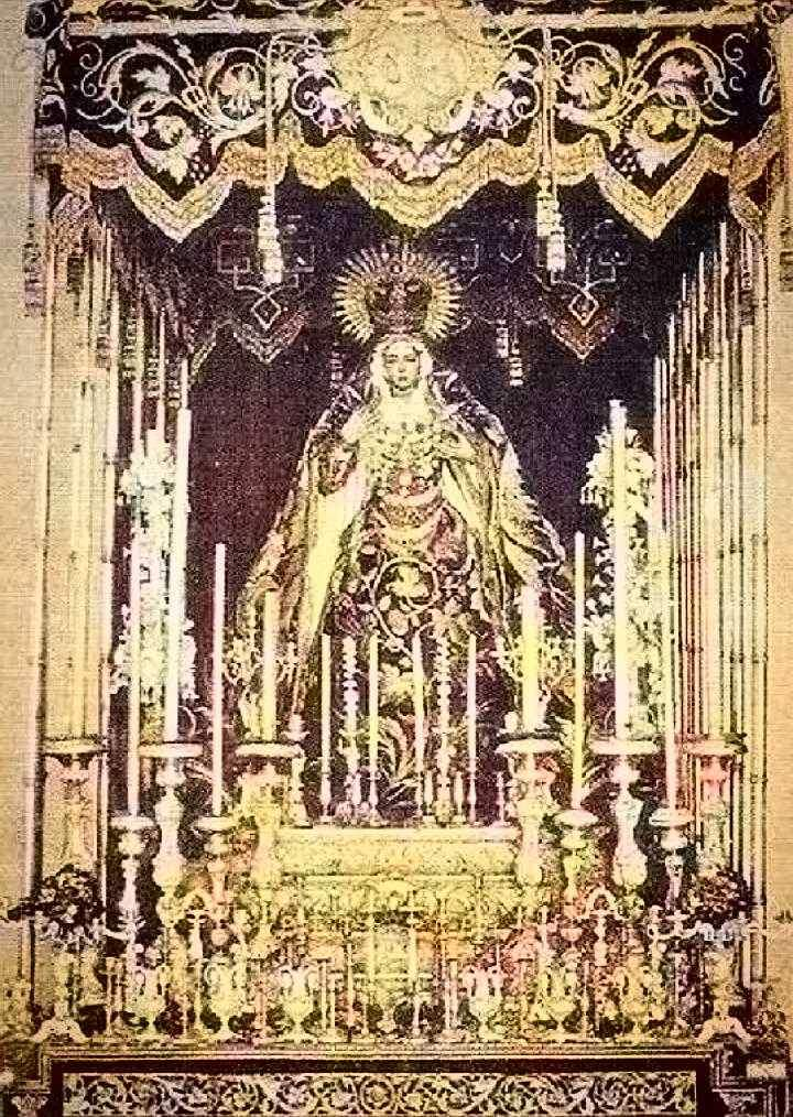 #Efeméride: 23/08/1885.En un día como hoy, debido a la gran SEQUÍA que sufría nuestra ciudad, PROCESIONA en ROGATIVAS por las calles de Sevilla, Santa María de la Esperanza MACARENA.📸 1907, antiguo PALIO de la Esperanza.@AllivesSevilla