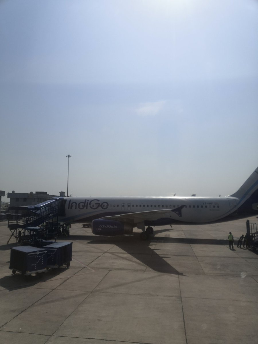 Leaving for Srinagar. Week Three. Third Trip. Updates when connectivity permits.<br>http://pic.twitter.com/JXUaer3bpy