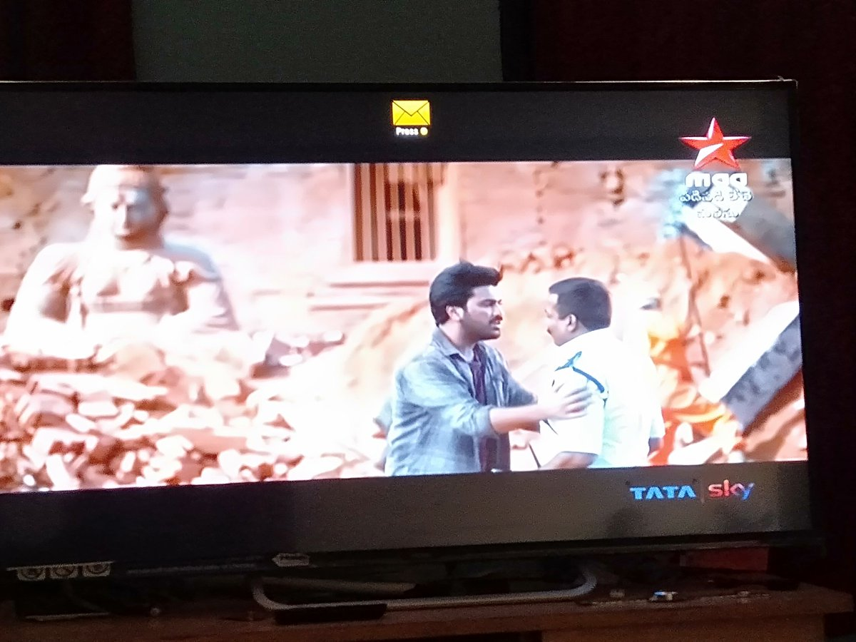 Kathmandu episode of #PadiPadiLecheManasu is just an emotional one💔💔💔#Sharwanand @Sai_Pallavi92 just stealed the show with par excellent performances