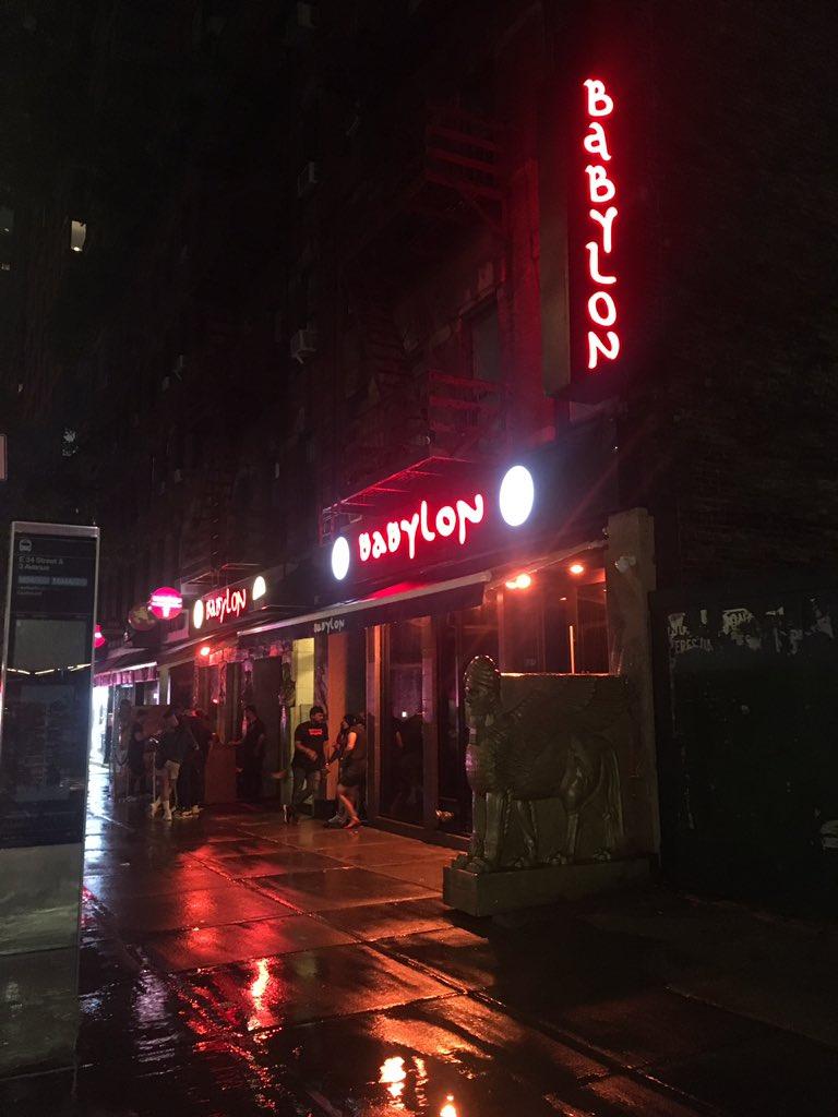 #煙テロ世界のシーシャ屋さんレポートニューヨーク 「Babylon」行きたかったシーシャ屋さんがまさかの満席で一番近いここに決定BGMが頭おかしいくらいでかい、心臓の鼓動が早くなるレベル席に着いた瞬間クレジットカード回収されて泣きそうになったただシーシャは美味い(意外でした!失礼)