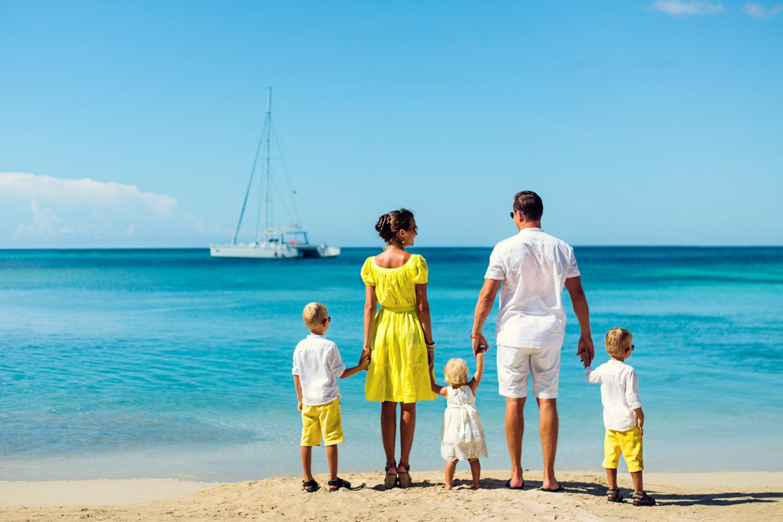 Картинки счастливая семья с детьми на море, год