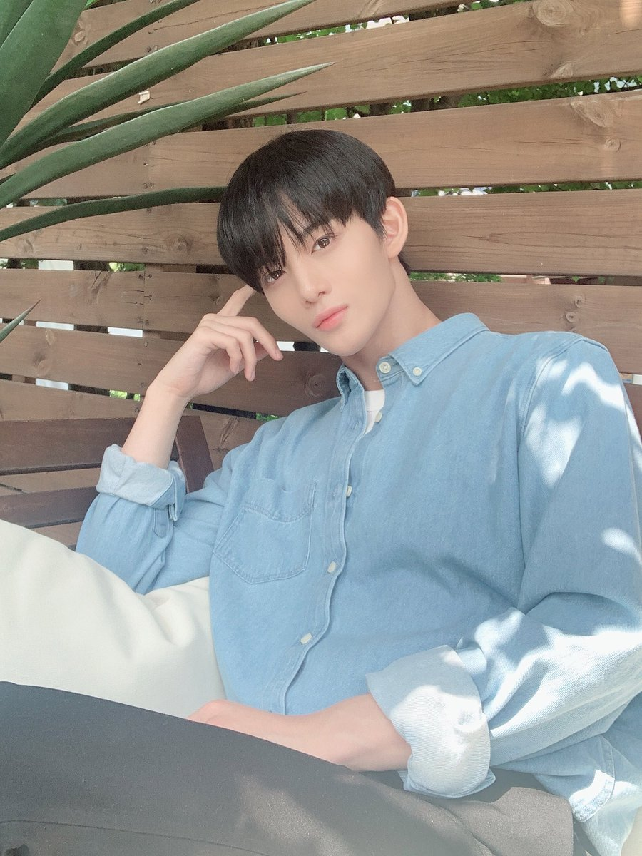 OOTD with   #CIX #팬바라기 #배진영 #JINYOUNG #BAEJINYOUNG<br>http://pic.twitter.com/hBW2Wt8AK2