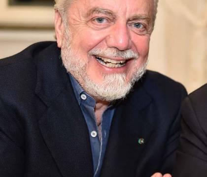 Gazzetta: De Laurentiis resta al tavolo Icardi per capire se c'è il bluff - #Gazzetta: #Laurentiis #resta #tavolo https://www.zazoom.it/2019-08-23/gazzetta-de-laurentiis-resta-al-tavolo-icardi-per-capire-se-ce-il-bluff/5753104/…