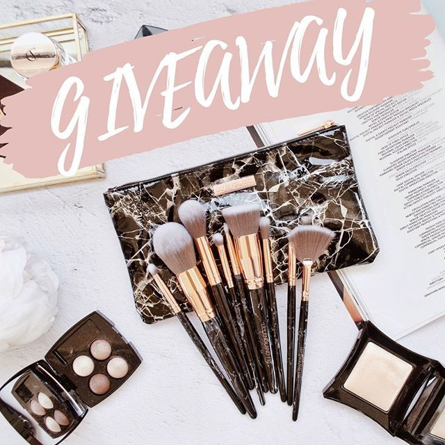 It's #FreebieFriday again! This time we're giving you and your bestie a chance to both win our Black Marble Luxe Makeup Brush Set! To be in with a chance, simply like and share this post & tag your bestie!   https:// ift.tt/2ZhSoM5     <br>http://pic.twitter.com/96Fo0apqhG