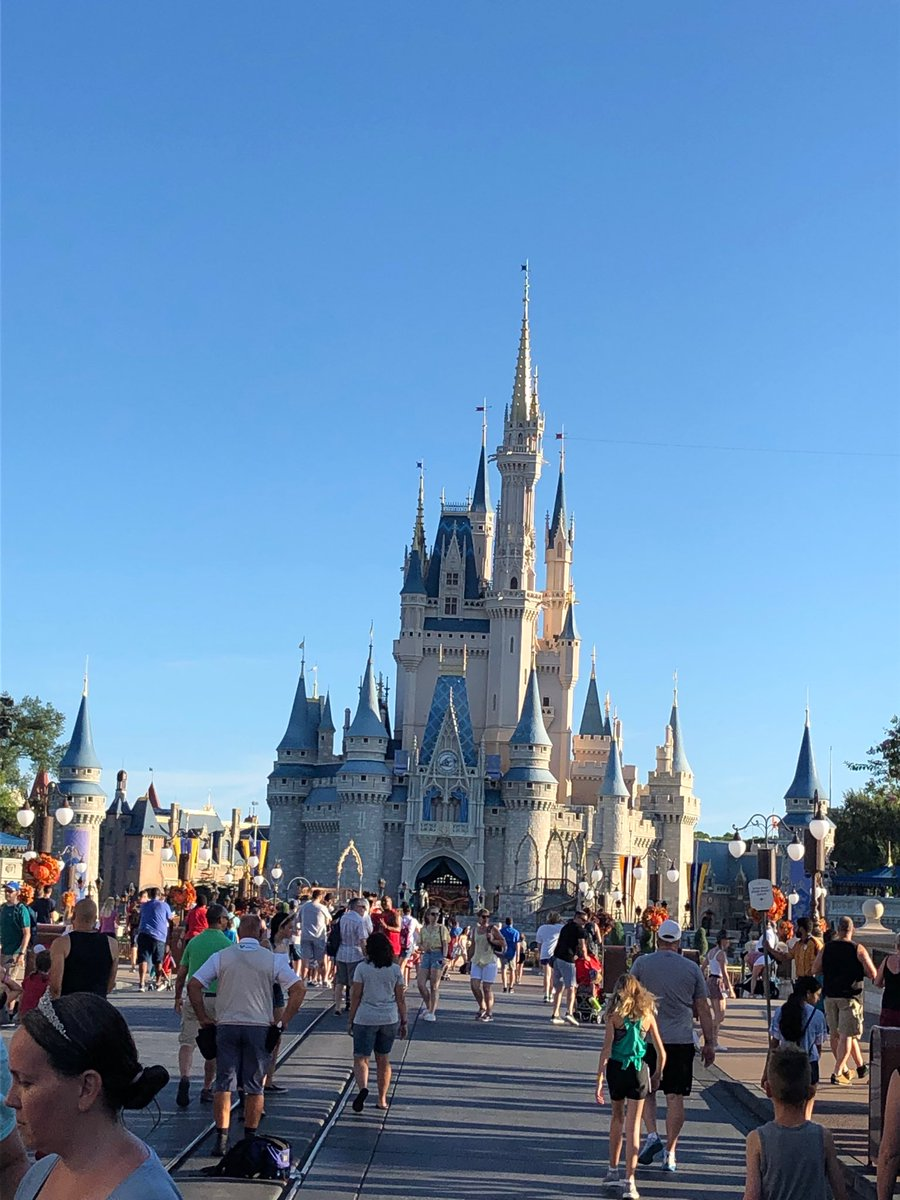 Looks like a Disney scorcher today! Family trip! #cantbeattheheat #lifeisgood <br>http://pic.twitter.com/FeuVHjUczX