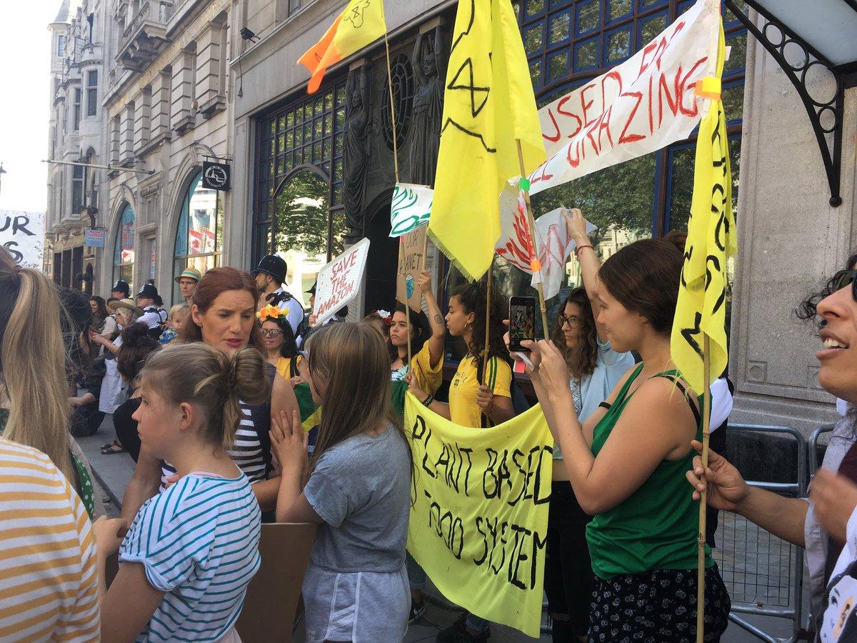Outside the Brazilian Embassy right now! @XRebellionUK   #ActForTheAmazon #ActForAmazonia<br>http://pic.twitter.com/tKOvmzTdfO