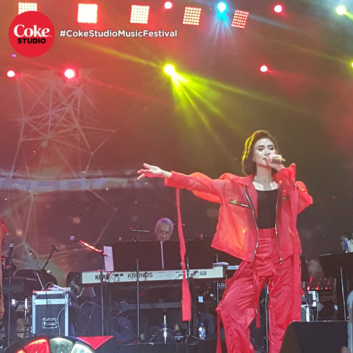 Everything feels right knowing that the Pop Superstar is here! Welcome @justsarahg to the #CokeStudioMusicFestival stage!<br>http://pic.twitter.com/cVFYj4eIuL