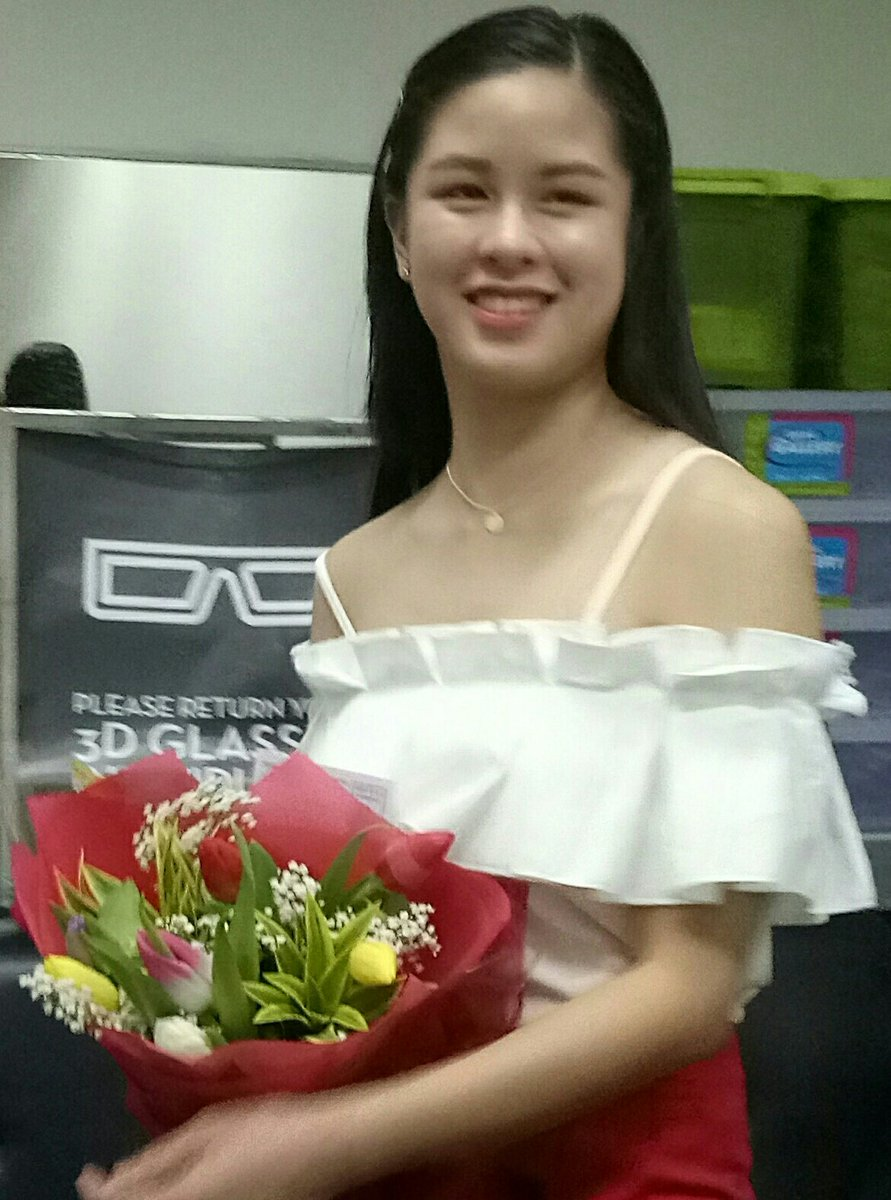 After her message at the BS Thanksgiving, Kisses later joined the Kissables outside the moviehouse for a photo op.  Everybody's happy.  @KissesDelavin  #KissesDelavin #DNinang  KISSES 8sMoreFunWithU<br>http://pic.twitter.com/quN9NeAir6
