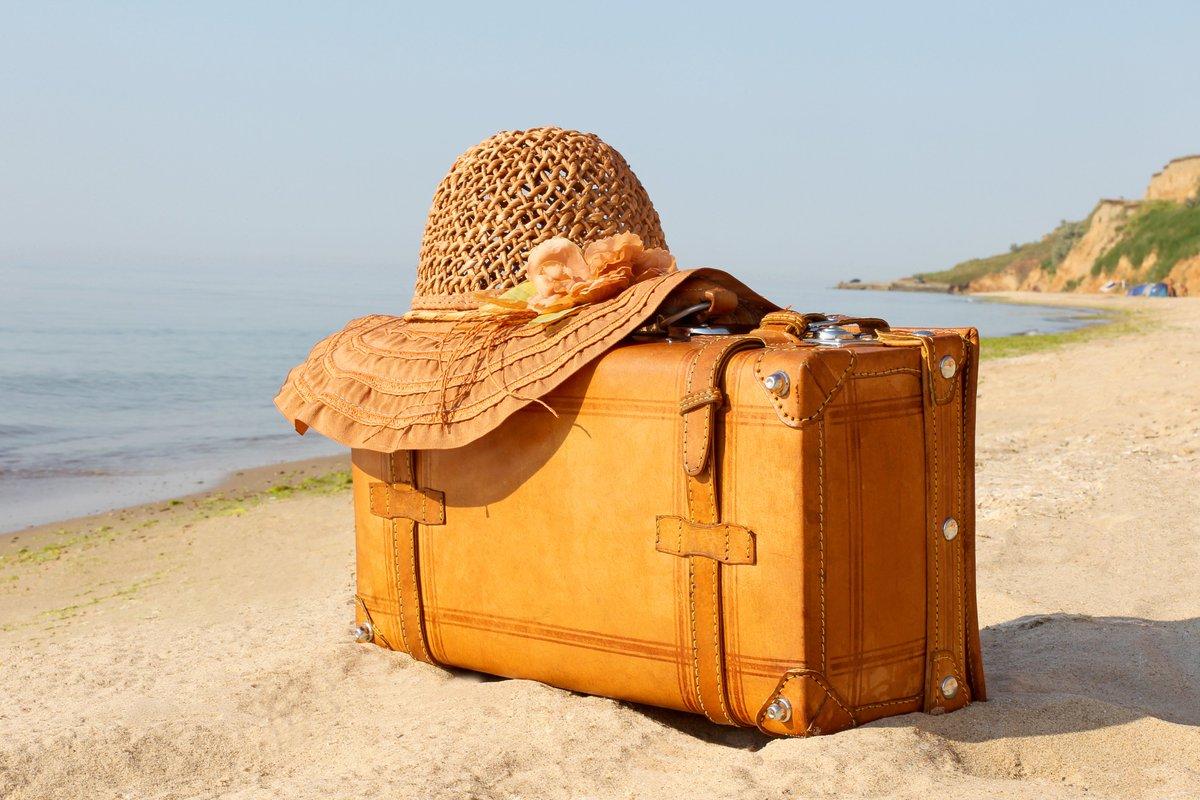 фото с чемоданом на море тех