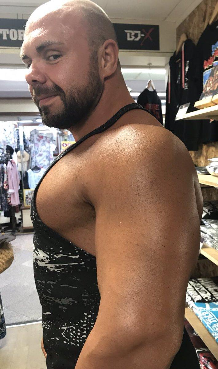 RT @monmon2299: エルガンの筋肉の分厚さに驚愕!! こんな分厚い筋肉と ぶつかりあって試合をするなんて 想像出来ない。 凄い衝撃なんだろなうなぁ。。  明日が楽しみだー😄  #MichaelElgin  #bjw https://t.co/qlW8GXp4vv