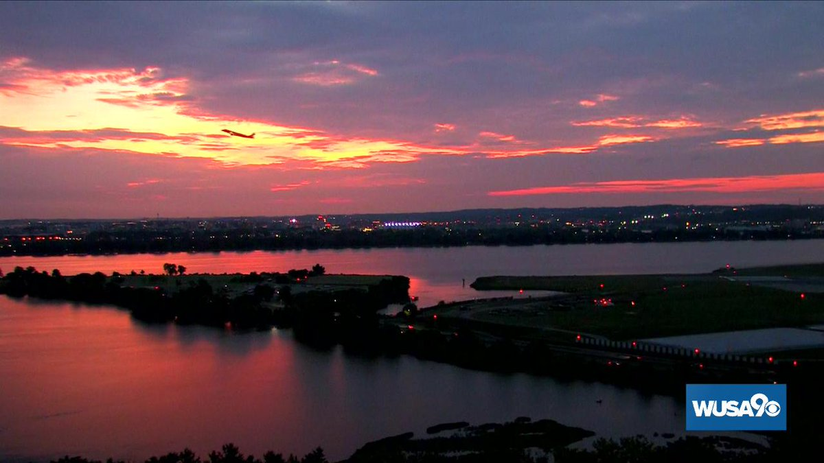 a great morning for sky viewing in DC. Makes waking up super early worth it. #WUSA9Weather #GetUpDC <br>http://pic.twitter.com/Ux56yfl1S7