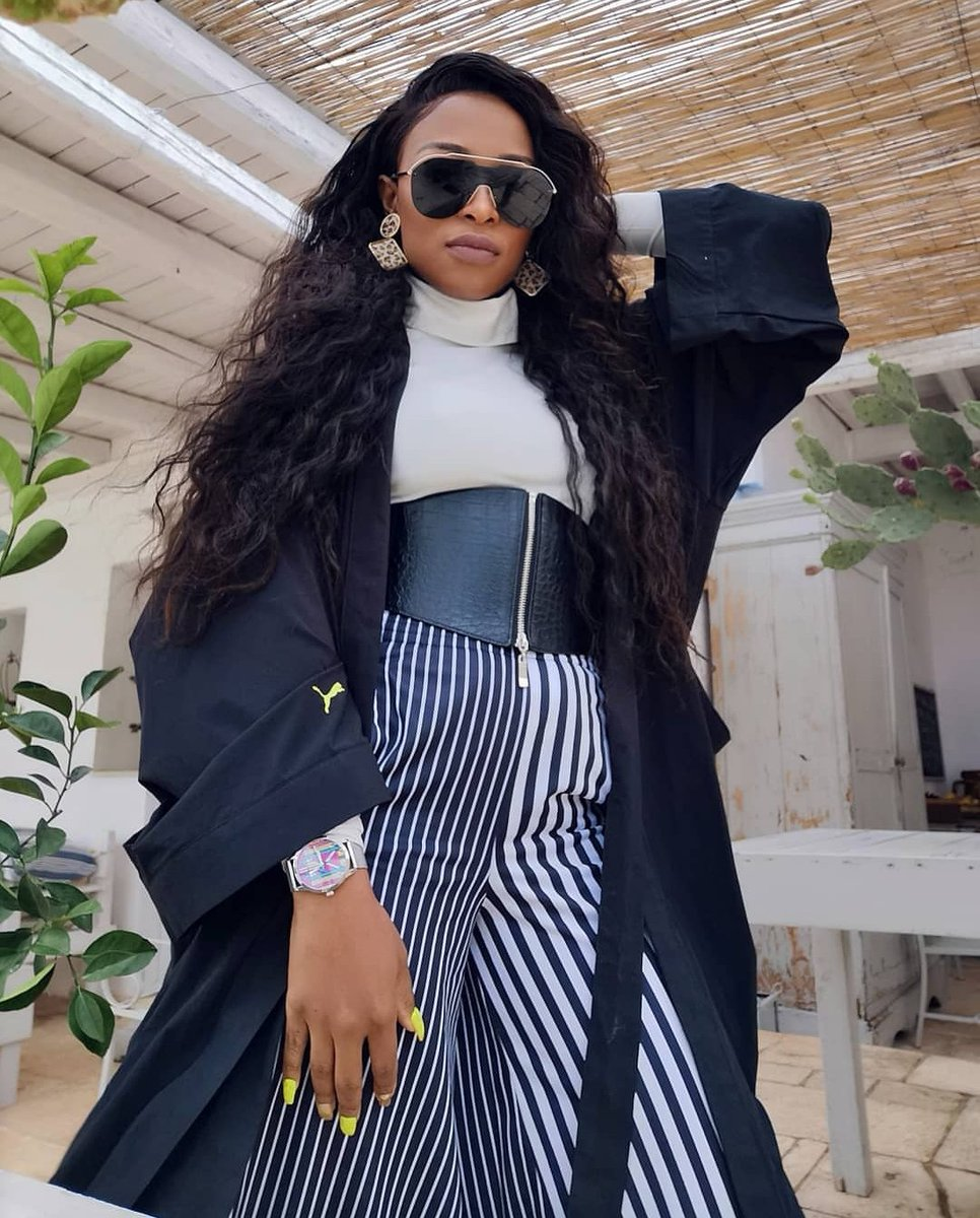 When #UMLILO releases #UMLILO shuuuu . @DJZinhle The world belongs to the energetic emerson, #TheWorldIsYours. You don't whine, don't complain, you work harder, kind, humble, focused, determined etc etc etc.You are amazing .#UMLILO is such a GEM!<br>http://pic.twitter.com/g1X6TuMbWv