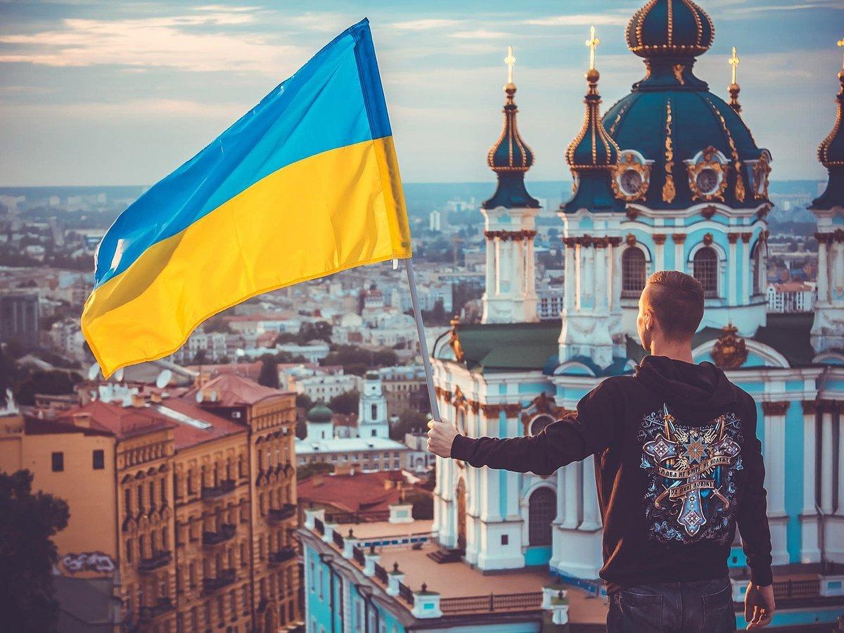 Фото поляков сжигающих украинский флаг делали