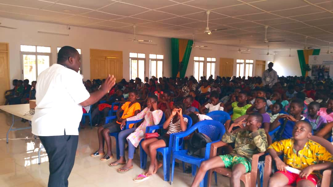 Je felicite les jeunes pour leur très bonne participation aux  centres aérés de vacances organisés dans plusieures villes du Togo. https://t.co/tUCCGvdu9T