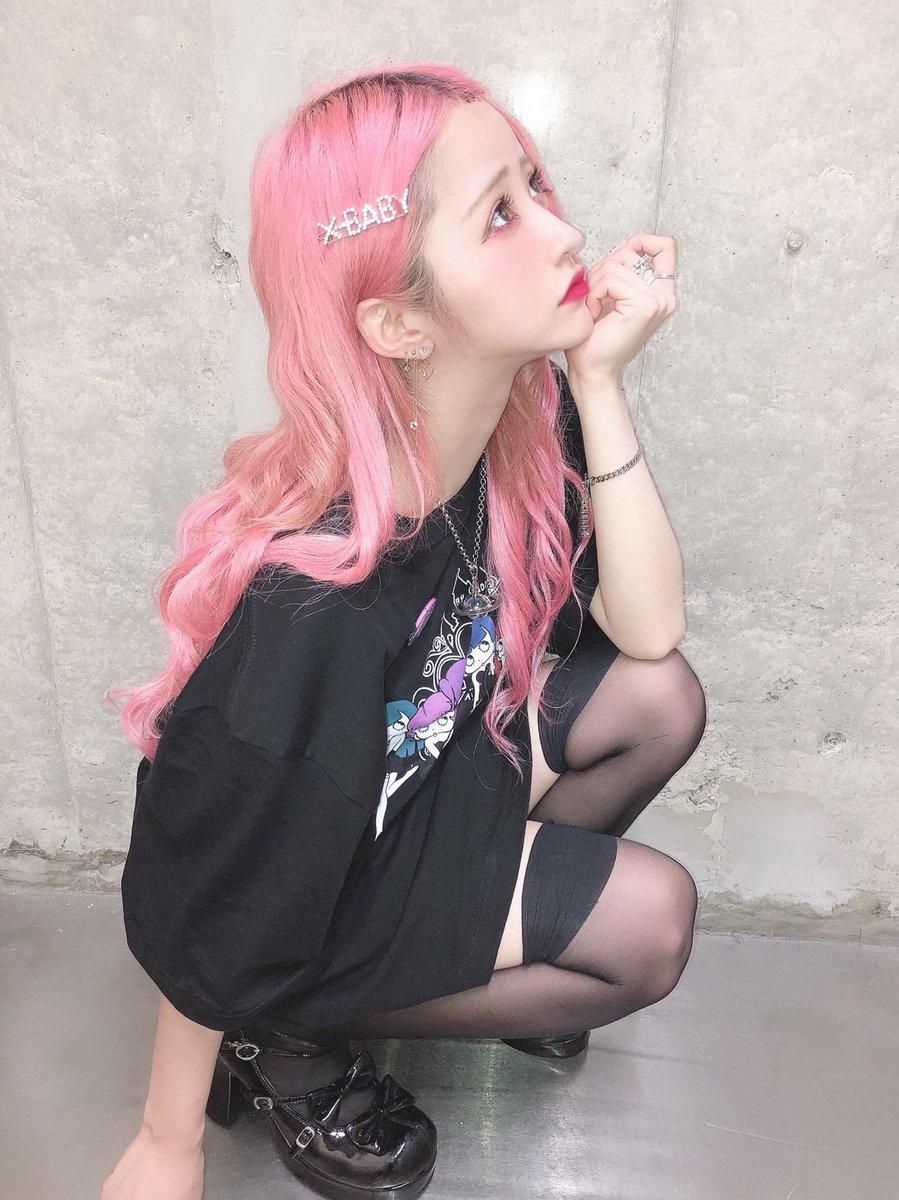 ヴィレッジヴァンガード梅田ロフト店さんありがとうございましたっ!!今日も沢山の方が来てくださって沢山お話できて凄く凄く嬉しかったです!ありがとうだよ〜〜っ❤︎今日はロングにして初めてのおでこ出し胡桃さんでしたっ!!きゃっ!