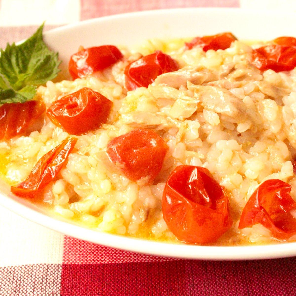 シチリア島で食べたリゾットを再現しました!ツナのイノシン酸とトマトのグルタミン酸が奇跡のうま味相乗効果をおこしますレンジで1発!【ツナトマトリゾット】炊く前のお米80gツナ缶ミニトマト4個オリーブ油大1鶏ガラ小2にんにく3cm入れたら15分チンで完成!お米炊いてなくても絶品ランチ完成