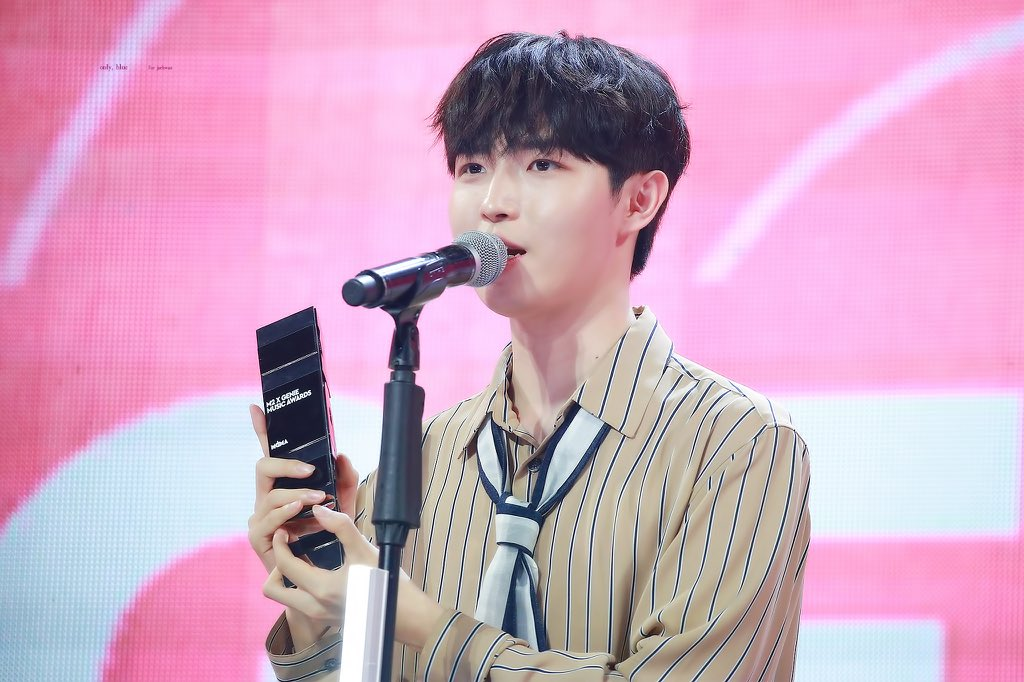 "It's rlly mind blowing how similar Jaehwan nd AB6IX "" accomplishments "" are   • They both debuted around the same time  • They both got their first nd second win at the SHOW nd SHOW CHAMPION • They both got the Genie Next Generation Star award nd the SOBA BONSANG the same day <br>http://pic.twitter.com/zQstk74wHE"