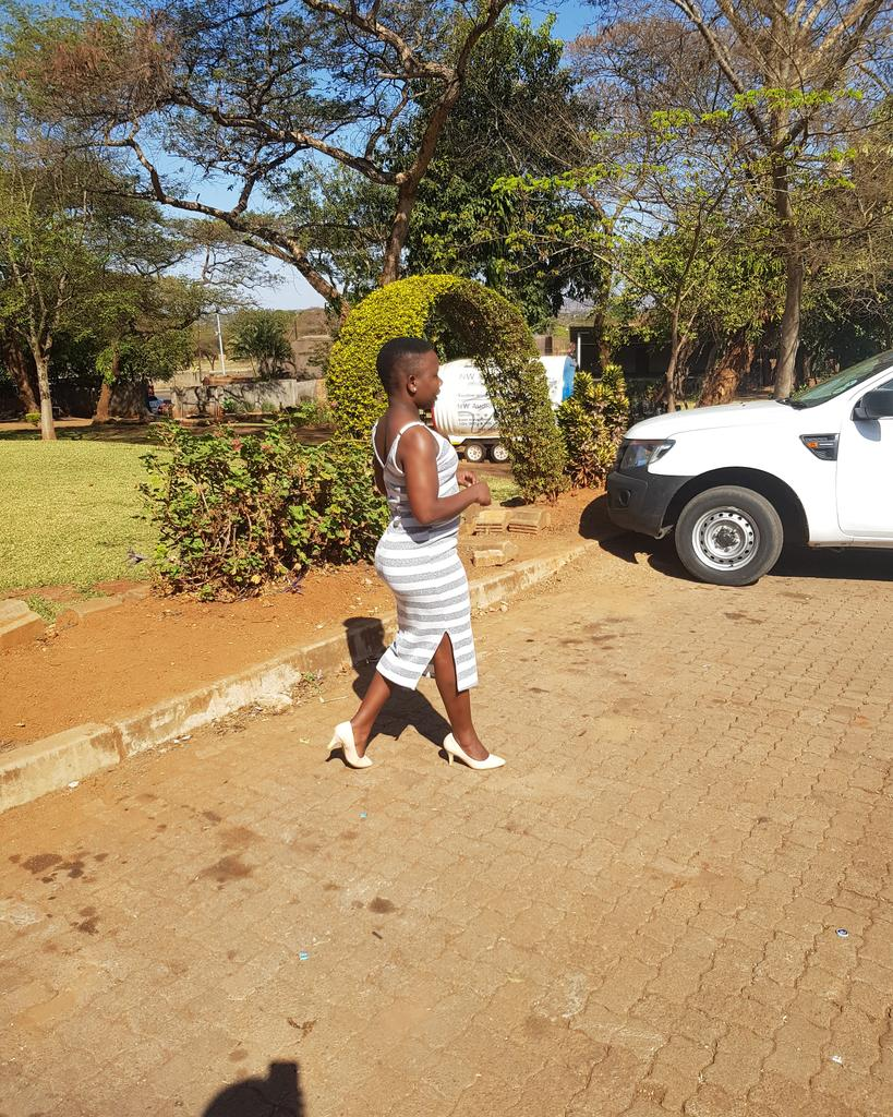 Stepping into de weekend like <br>http://pic.twitter.com/rUvF0AlZk6