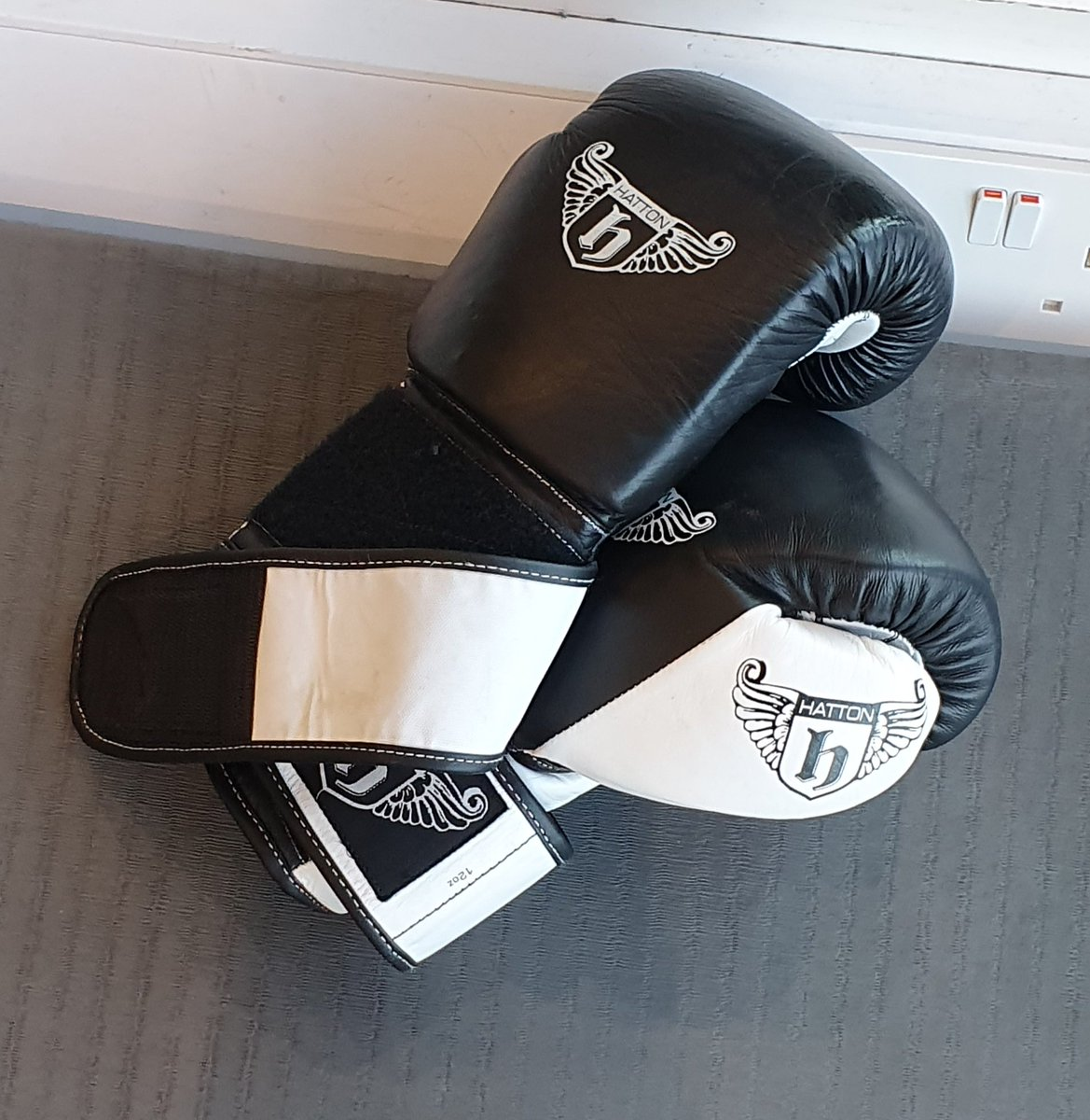 After a tw*t of a week it was good to smash the sh*t out of a punch bag down the gym for a bit.  Very therapeutic.    #fitnesswear #FitnessDay #fitnessaddict #FitnessMotivation #gymfit #gymwear #gymmotivation #gymlife #bodybuilding<br>http://pic.twitter.com/fMvyZO9tkb