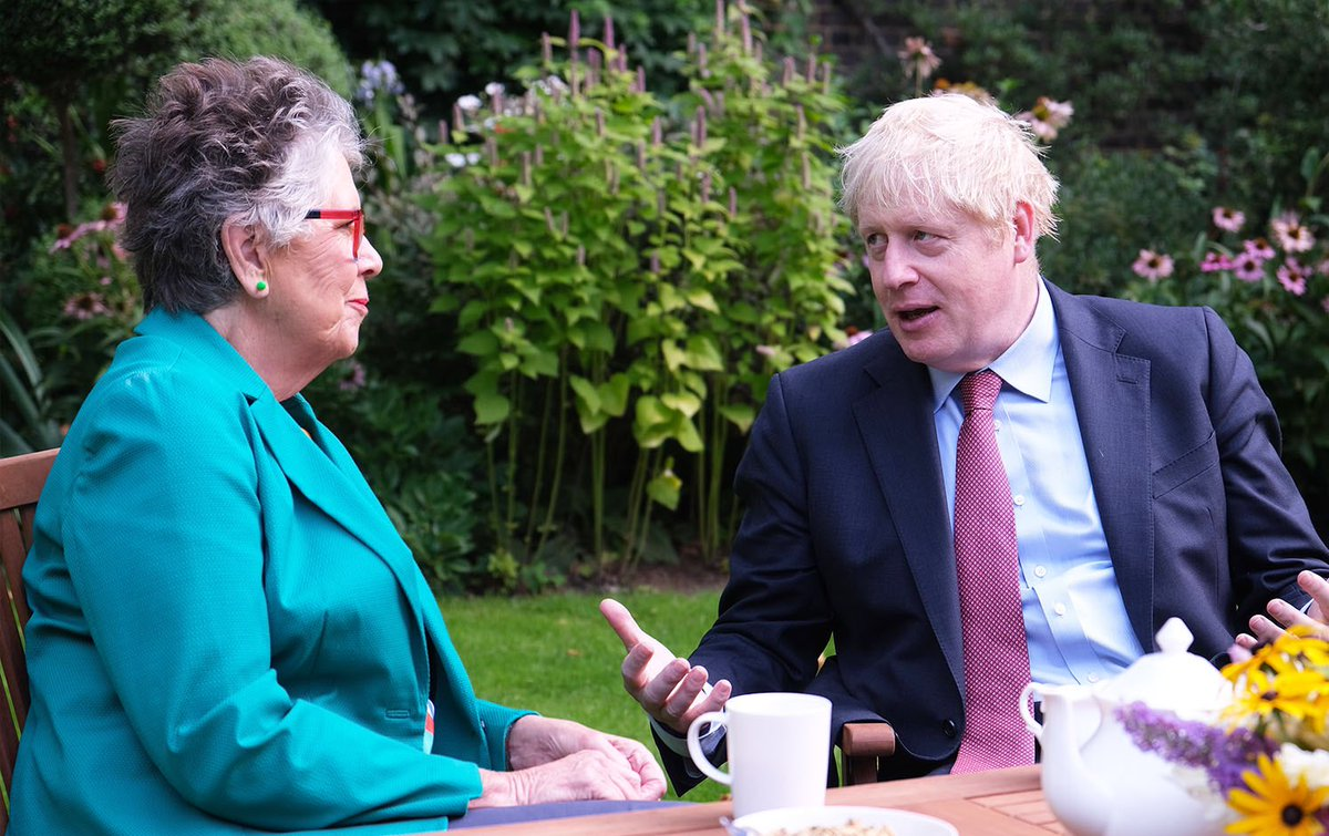 This morning I had breakfast with celebrity chef @PrueLeith at Downing Street 🍓 We discussed plans to improve hospital food for patients, staff and visitors.