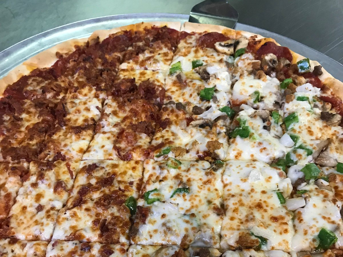 What a good looking pizza! How would you like to win a free large one topping from Mister B's?! Hit that RT button and give us a follow. #FreePizzaFriday<br>http://pic.twitter.com/pOVT5ag02m