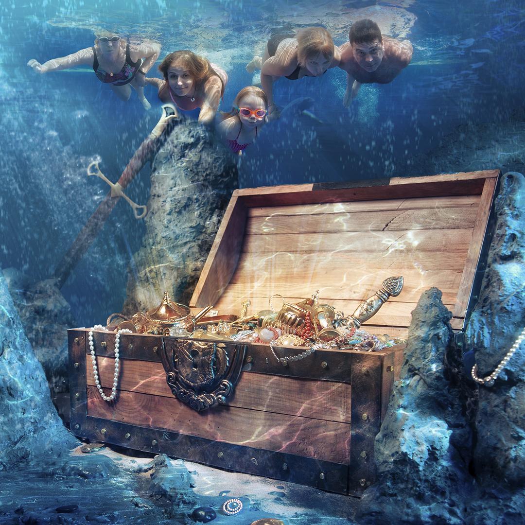 Пиратский корабль и сундук с пиратом картинки