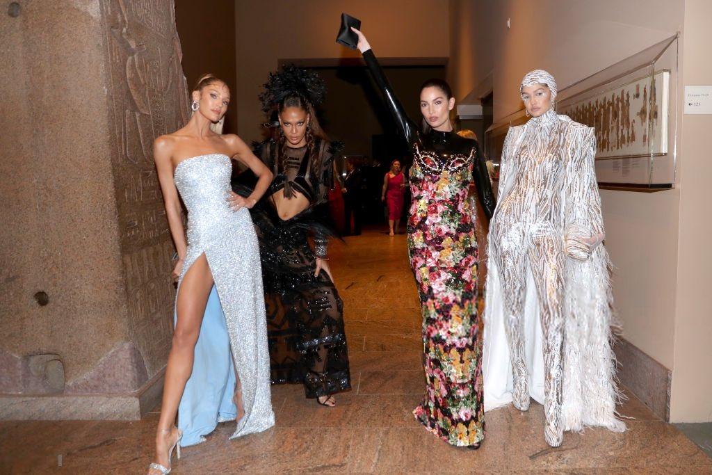 Gigi Hadid, Joan Smalls, Lily Aldridge e Candice Swanepoel al Met Gala 2019 a New York. #MetGala <br>http://pic.twitter.com/6q7AN9ZlcE