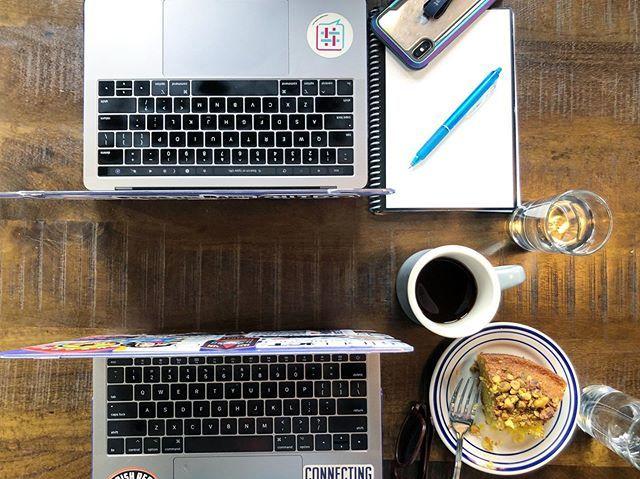 Back-to-back meetings, back-to-back MacBooks 💻☕️🖤 | #fridayvibes #ladybosslifestyle #bossbabes #depictgirls #jennjewels #friyay #macbookpro