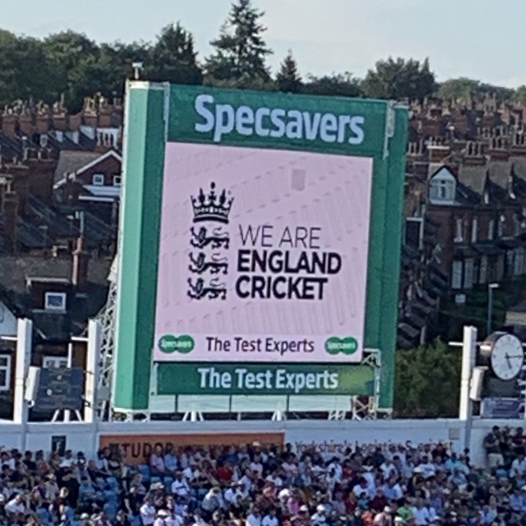 This is perhaps the most egregious false advertising I've ever seen at a cricket ground. <br>http://pic.twitter.com/gj99eqeauD