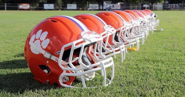 DeAndre Hopkins buys helmets for Central Rec football teams (@DeAndreHopkins): https://t.co/qmvZPu3nbY https://t.co/T6Z4TxF0K1