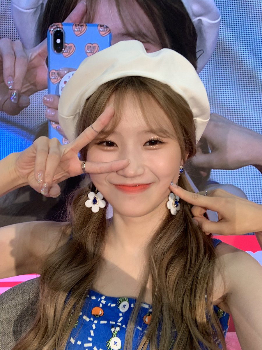 #fromis_9 had so much #FUN at the #KCONBEAUTY stage! Here are some behind-the-scene shots at #KCON19LA  <br>http://pic.twitter.com/KqqOmcvm2o