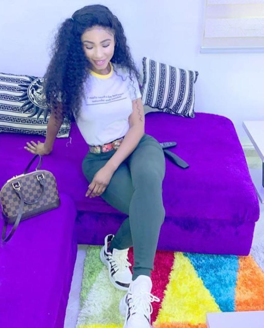Even the silicon ass don't drag her back She is always up in the game Brings her best to everything Great fashionista Great influencer. I stan a go getter  I stan @real_mercyeke #bbnaija <br>http://pic.twitter.com/G1CDGihVIq