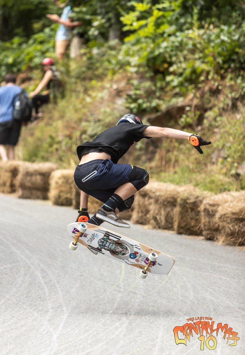 Poppin : @khaleeqovision #arbiterkt #pr #centralmass10 #skatecentralma #emgeeevents  #keepingitholesom #fastfreeride #skaters #longboardingisfun #fun #skatefast #sideordie #rdvxgrip #fast #skateordie #skate4life @oslongboarding @RDVXGrip @holesomriderpic.twitter.com/vXJvEHvoY4