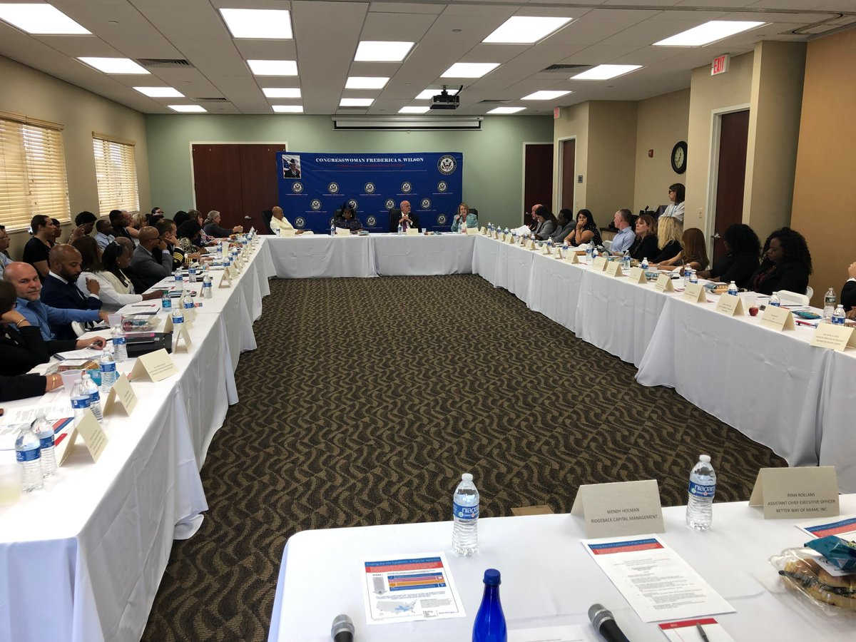 Today I hosted a roundtable with community stakeholders, @RepHastingsFL and the @CDCDirector on the the HIV epidemic. District 24s HIV/AIDS incidences are among the highest in the nation. Our community must and will have a say in national efforts to address this crisis.
